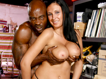 Big Tit Bella Blaze Gets Her Pussy Filled With Black Boner